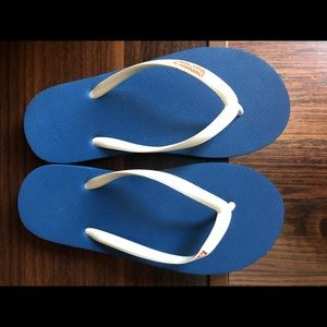 Feelgoodz flip flops. Never worn. 6.5